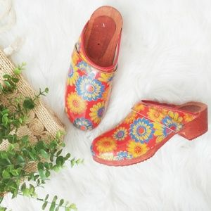 Vintage Boho Red Sunflower Daisy Wooden Clogs 10